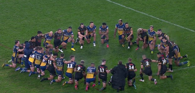 Eels and Panthers take a knee in middle of Bankwest Stadium