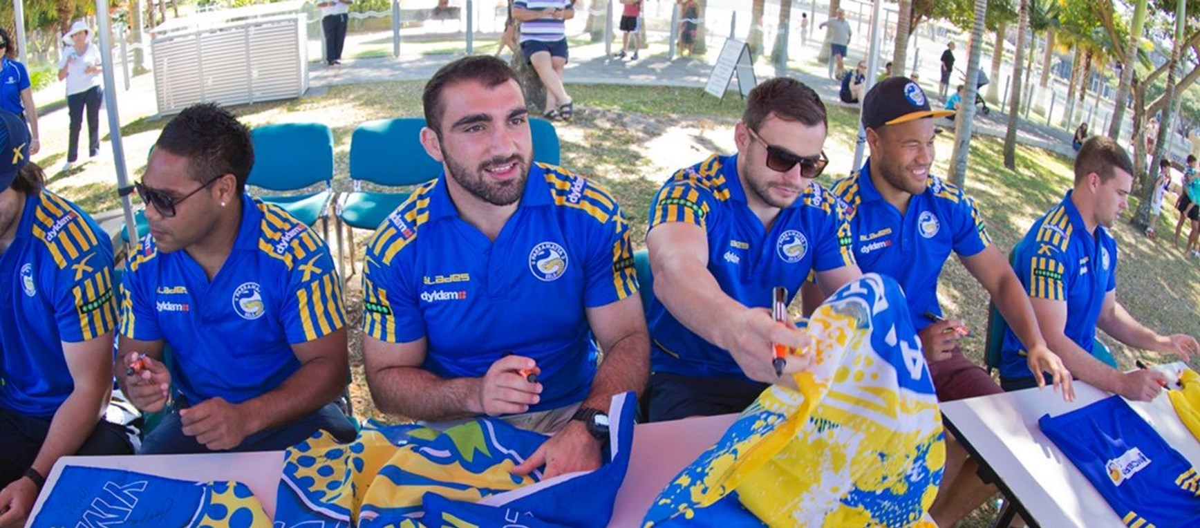 Gallery: Darwin Signing Session