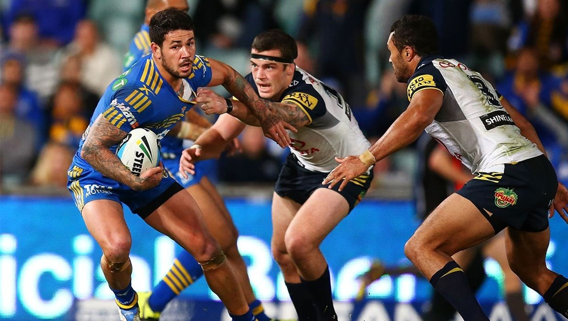 Dyldam Parramatta Eels hooker Nathan Peats in action against the North Queensland Cowboys. Photo by Mark Nolan.